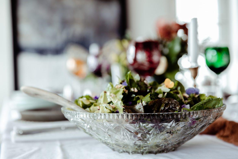 simple garden salad with apple cider dressing